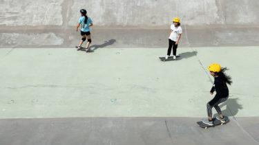 Med kampanjen För henne vill Skate Nation få fler nyanlända tjejer att åka skateboard