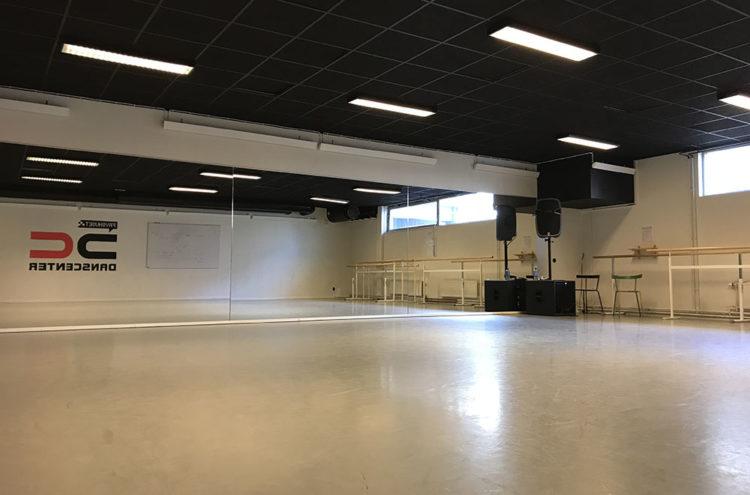Danslokal med spegelvägg