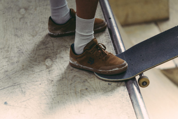 Person som åker skateboard