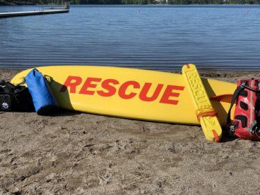 Unikt samarbete för säkrare badplatser ger unga sommarjobb